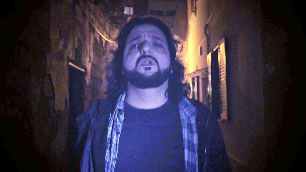 Un'immagine tratta dal videoclip ufficiale di Ombre